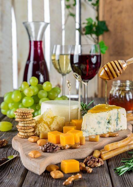 Les fêtes de vin et fromage sont positivement délicieuses!