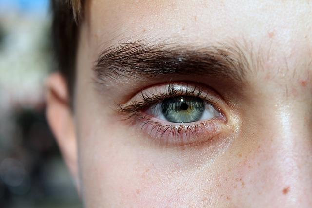 Maquillage permanent homme : tout sur le make-up au masculin